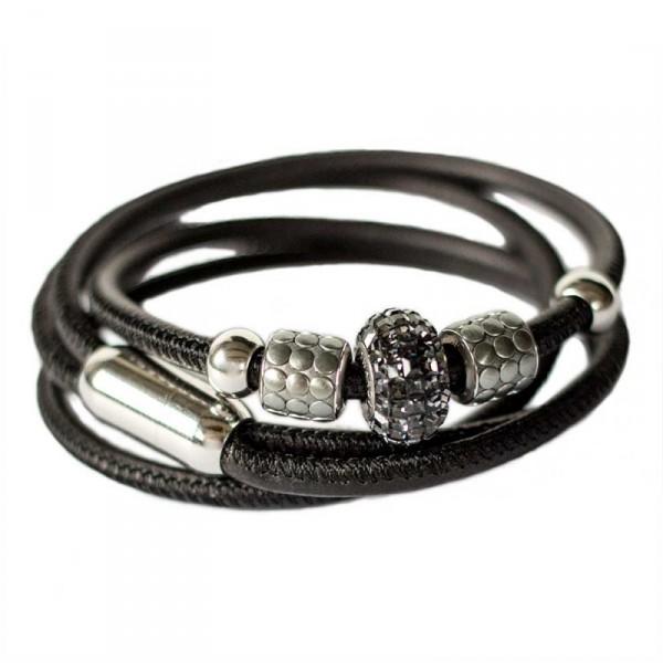 Leder Wickelarmband in Schwarz mit Swarovski Becharmed Perle 1 600x600 - Leder-Wickelarmband in Schwarz mit Swarovski-Becharmed Perle