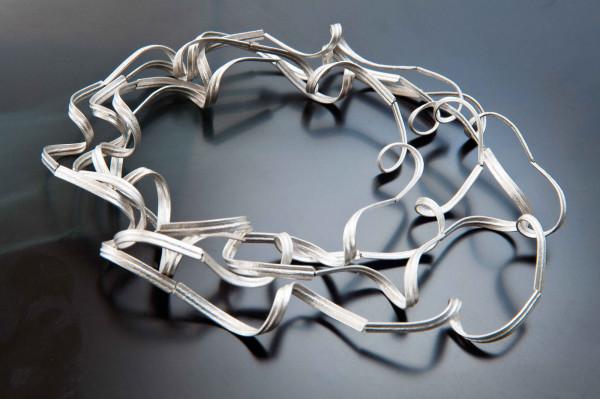 Luftschlangenkette kaufen Schmuck von Goldschmiedin fein 600x399 - Luftschlangenkette