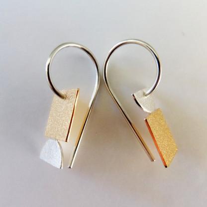 Ohrhänger Goldenes Quadrat von Goldschmiedin Andrea Bejöhr 416x416 - Ohrhänger mit goldenem Quadrat