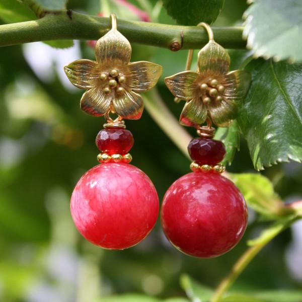 Ohrhänger kaufen Blüte mit Kugel aus roter Malay Jade 600x600 - Ohrhänger Blüte mit Kugel aus roter Malay Jade