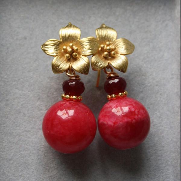 Ohrhänger schmuck azalee blüte rot 600x600 - Ohrhänger Blüte mit Kugel aus roter Malay Jade