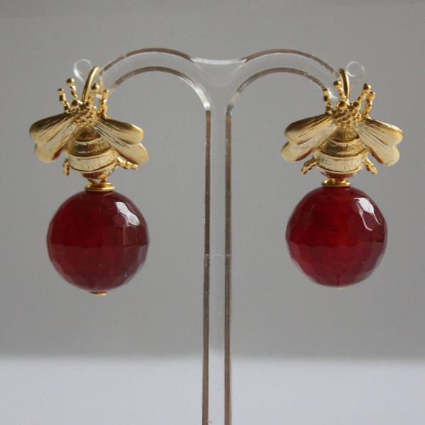 Ohrhänger schmuck hummel rubinrot 600x600 - Ohrhänger Hummel mit Kugel aus Malay Jade in Rubinrot