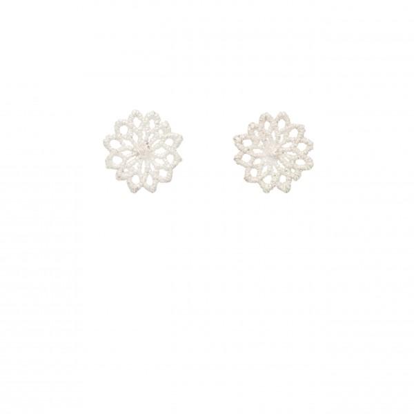 Ohrstecker Motiv Chrysanthemen aus 925er Silber 040 600x600 - Silberner Chrysanthemen-Ohrstecker