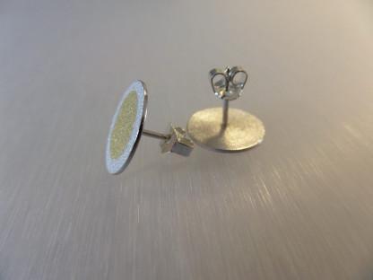 """Ohrstecker aus Silber mit Goldpunkt kaufen scaled 416x312 - Silberohrstecker """"Goldpunkt"""""""