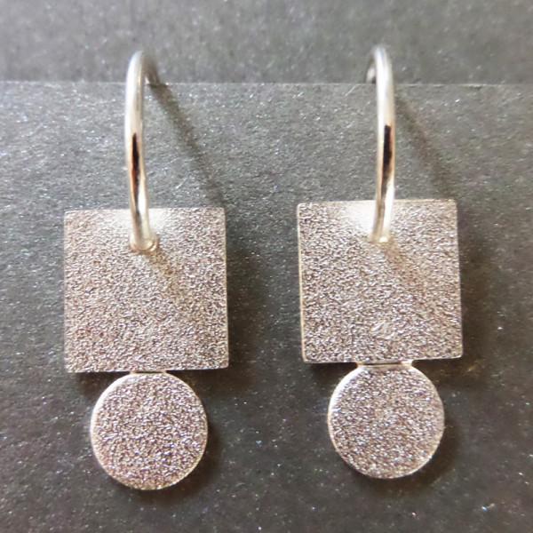"""Orhänger Silbernes Quadrat an Scheibe von Goldschmiedin Andrea Bejöhr 600x600 - Silber-Ohrhänger """"Quadrat an Scheibe"""""""