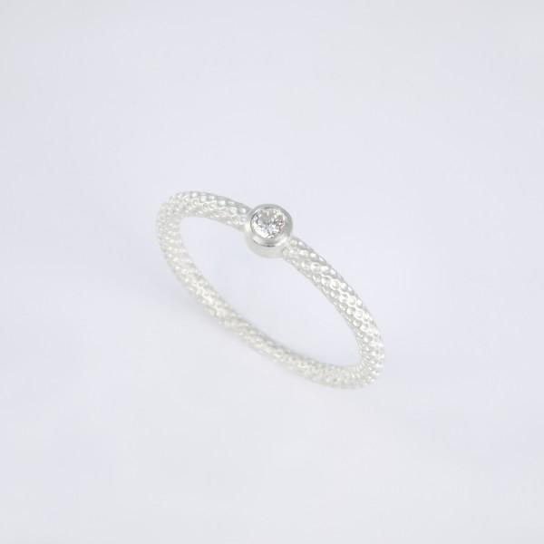 Pünktchenring 925er Silber mit Brillant 600x600 - Pünktchenring 925er Silber mit Brillant