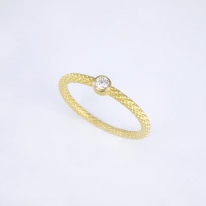 Pünktchenring Gold mit Brillant scaled 416x416 - Pünktchenring Gold mit Brillant