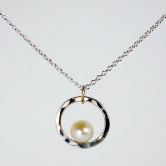 Perlenring Anhänger an Kette Silber 1 324x324 - Perlenring Anhänger an Kette Silber