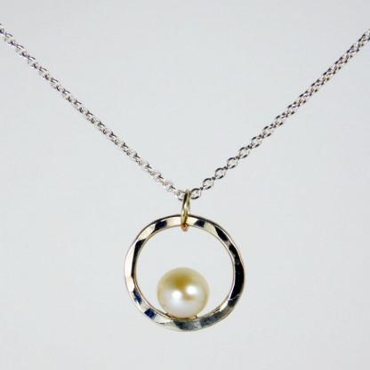 Perlenring Anhänger an Kette Silber 1 416x416 - Perlenring Anhänger an Kette Silber