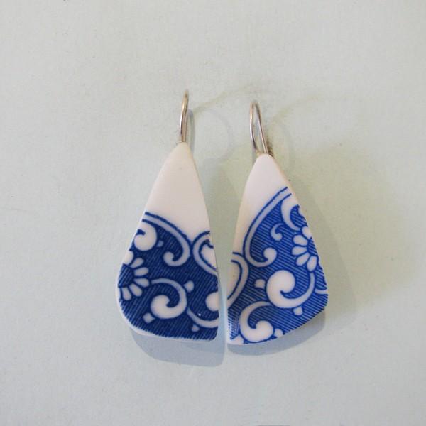 Porzellan Ohrhänger Blau geschnörkelt 600x600 - Porzellan-Ohrhänger Blau geschnörkelt
