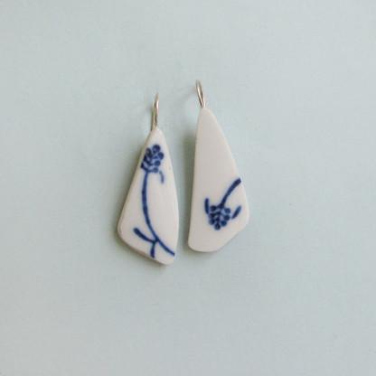 Porzellan Ohrhänger Blaue Ähre 416x416 - Porzellan-Ohrhänger Blaue Ähre