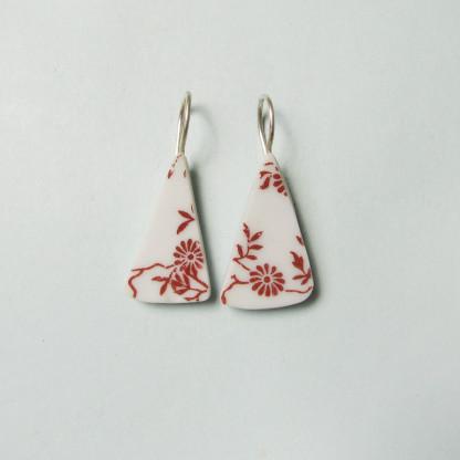 Porzellan Ohrhänger Rote Blümchen 416x416 - Porzellan-Ohrhänger Rote Blümchen