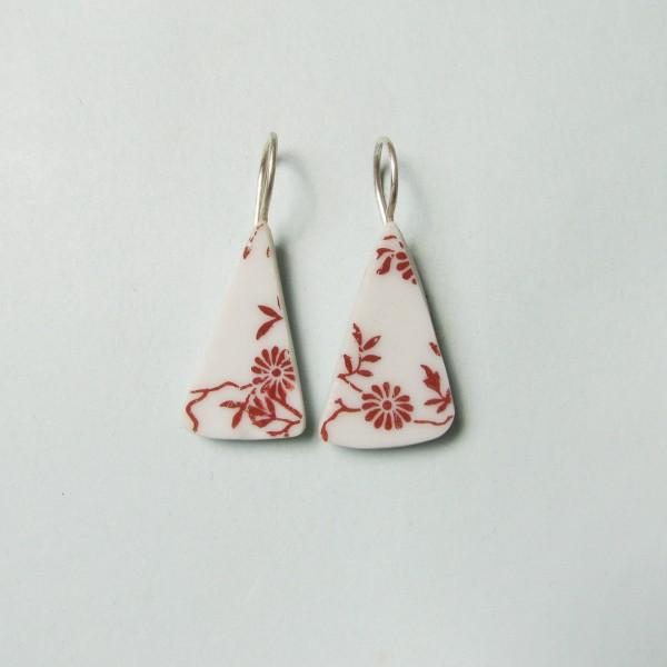Porzellan Ohrhänger Rote Blümchen 600x600 - Porzellan-Ohrhänger Rote Blümchen