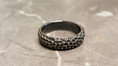 """Ring aus Silber Mond scaled 416x234 - Männerring """"Mond"""" aus geschwärztem Silber"""
