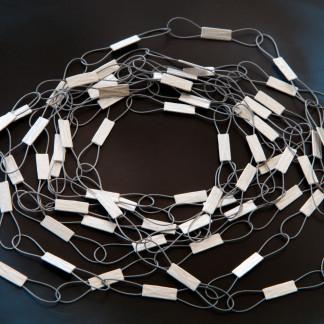 Schlaufenstreifen kaufen Schmuck von Goldschmiedin 324x324 - Federleichte Halskette mit Schlaufen-Streifen