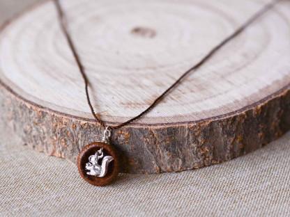 Schmuck kaufen Ebene Eichelhut Halskette – Eichhörnchen Silber Z224 2 von 5 416x312 - Eichelhut-Halskette mit Eichhörnchen