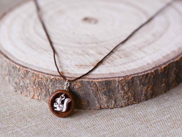 Schmuck kaufen Ebene Eichelhut Halskette – Eichhörnchen Silber Z224 2 von 5 600x450 - Eichelhut-Halskette mit Eichhörnchen