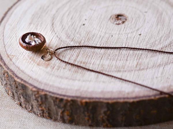 Schmuck kaufen Ebene Eichelhut Halskette – Eichhörnchen Silber Z224 3 von 5 600x450 - Eichelhut-Halskette mit Eichhörnchen