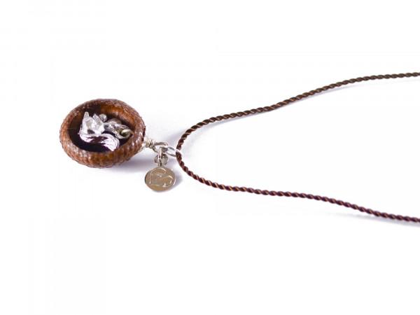 Schmuck kaufen Ebene Eichelhut Halskette – Eichhörnchen Silber Z224 4 von 5 600x450 - Eichelhut-Halskette mit Eichhörnchen
