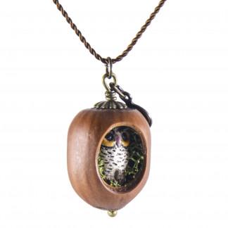 Schmuck kaufen Haselnuss Halskette mit filigraner Eule und Moos Z139 3 von 3 324x324 - Eichelhut-Halskette Eichhörnchen mit Goldschatz