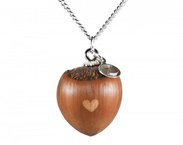 Schmuck kaufen Haselnuss Herz Halskette mit kleiner Herzgravur Silber Z187 600x476 - Haselnuss-Halskette mit Herzgravur
