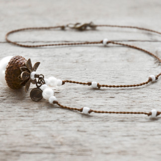 Schmuck kaufen Naturnahe Hochzeit Eichelhut Halskette Perlmutt Collier Bronze Z108 2 von 4 324x324 - Haselnuss-Halskette mit Bergkristall