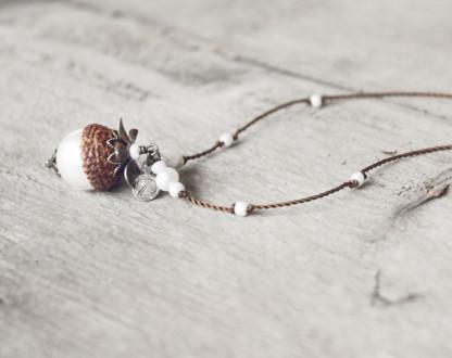 Schmuck kaufen Naturnahe Hochzeit Eichelhut Halskette Perlmutt Collier Bronze Z108 3 von 4 416x330 - Naturnahe Eichelhut-Halskette mit Perlmutt