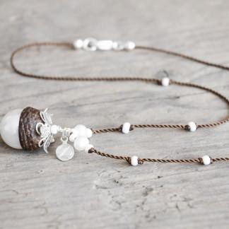 Schmuck kaufen Naturnahe Hochzeit Eichelhut Halskette Perlmutt Collier Silber Z136 1 von 2 324x324 - Elementar - Kettenanhänger mit Perle unten