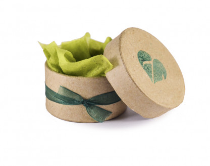 Schmuckverpackung Zimelie 416x330 - Eichelhut-Armband mit mintgrüner Jade und Amazonit