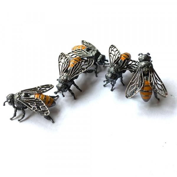 Silber Anhänger mit Motiv Biene vom Goldschmied kaufen 600x600 - Anhänger Biene aus Silber mit Emaille