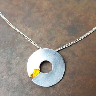 """Silberhalskette mit Donut und Bernstein 324x324 - Halskette """"Silver Donut"""""""