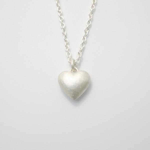 Silberkette mit Herz aus massivem Silber 600x600 - Silberner Herzanhänger aus 925er Silber massiv gegossen