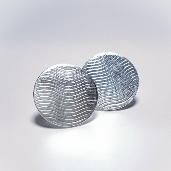 "Silberne Ohrstecker Waves 600x600 - Guillochierte Silberohrstecker ""Waves"""