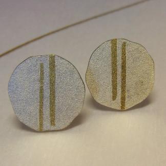 Silberohrstecker mit zwei goldenen Streifen 324x324 - Silberohrstecker mit zwei goldenen Streifen