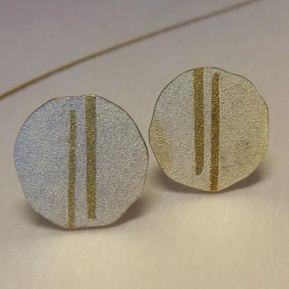 Silberohrstecker mit zwei goldenen Streifen 416x416 - Silberohrstecker mit zwei goldenen Streifen