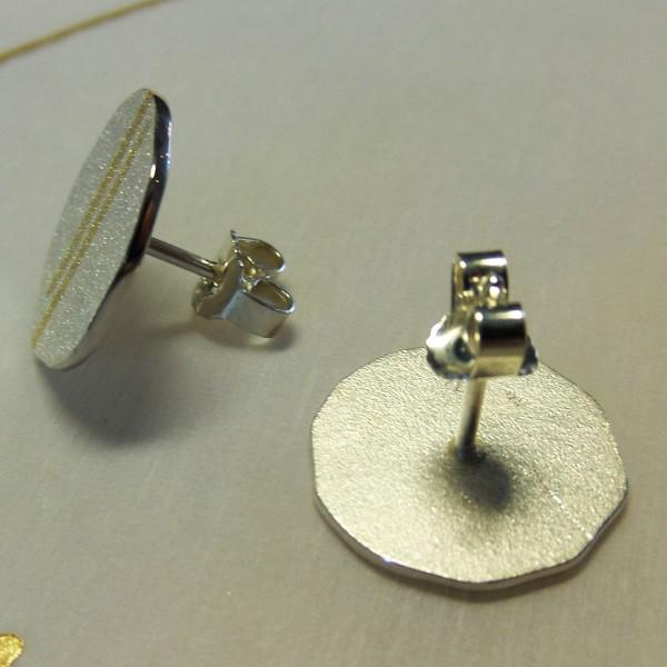 Silberohrstecker mit zwei goldenen Streifen kaufen 600x600 - Silberohrstecker mit zwei goldenen Streifen