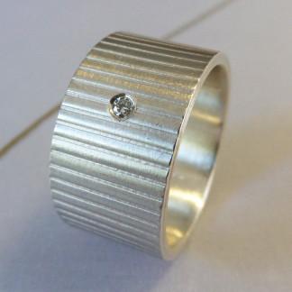 Silberring mit Linien 324x324 - Silberring mit Turmalincabochon