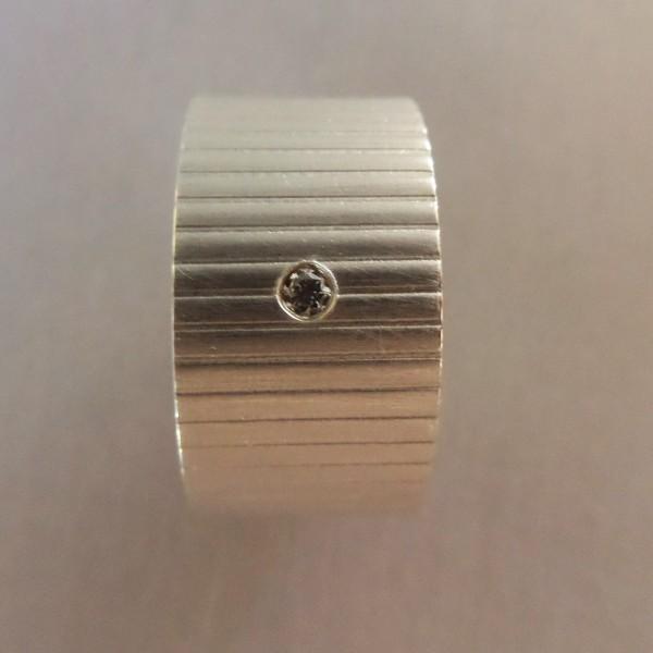"""Silberring mit Linien kaufen 600x600 - Silberring """"Linien"""" mit Brillant"""