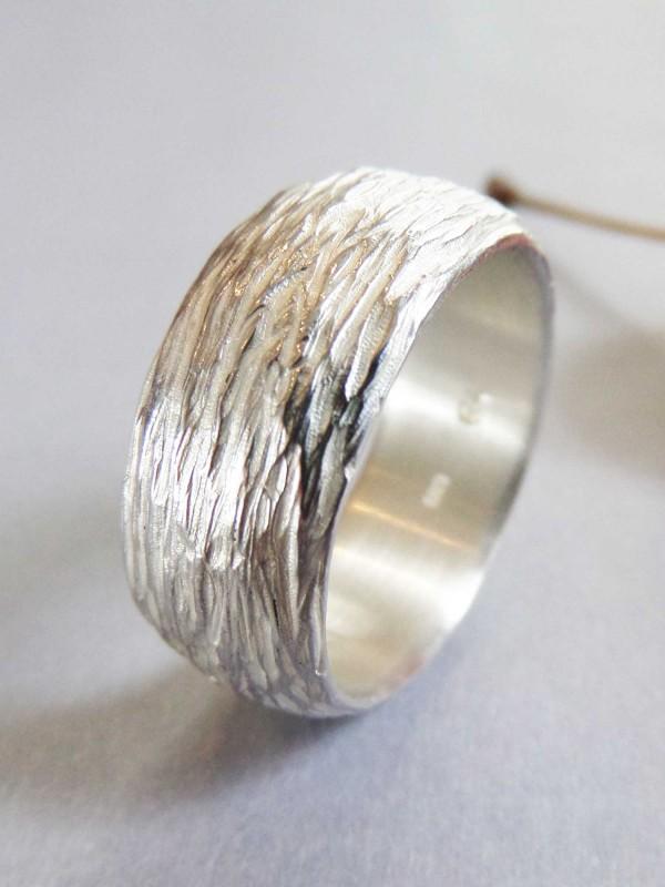 """Silberring mit Motiv zarter Baumrinde 600x800 - Silberring """"Zarte Baumrinde"""""""