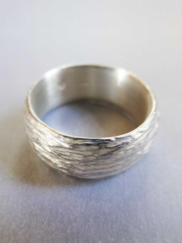 """Silberring mit Optik zarter Baumrinde 600x800 - Silberring """"Zarte Baumrinde"""""""