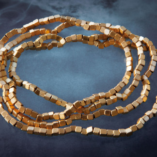 Würfelchenkette kaufen Schmuck von Goldschmiedin klein 324x324 - Schale Elementar - Kettenanhänger mit mittiger Perle
