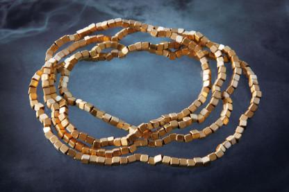 Würfelchenkette kaufen Schmuck von Goldschmiedin klein 416x277 - Würfelchenkette