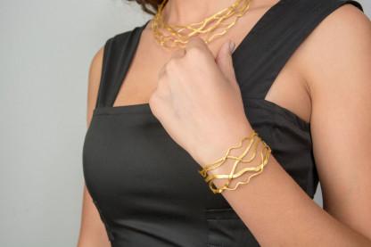"""eleganter Armreif silber vergoldet Onda 416x277 - Schmaler Armreif """"Onda"""" aus vergoldetem Silber"""