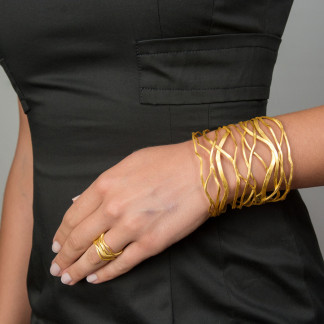 "extra breiter Armreif Silber vergoldet Onda 324x324 - Armreif ""Onda"" aus vergoldetem Silber"