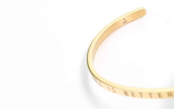 goldbranddetail 600x375 - Armreif LIBUN gold aus Edelstahl