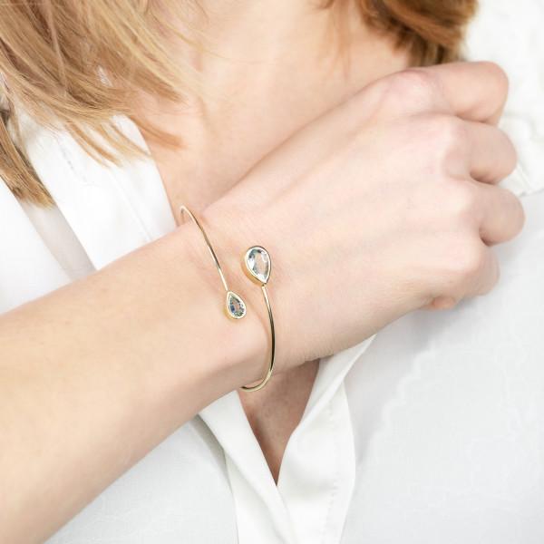 goldener armreif mit aquamarin stein vom schmuckdesigner 600x600 - Courbe Armreif aus Gold mit Aquamarin