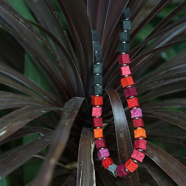 halskette black iris wildeve 600x600 - Halskette Black Iris 10 (Farbauswahl)