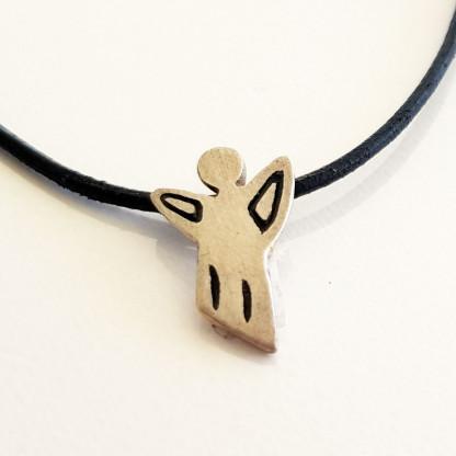 halskette für kinder mit engel in silber schwarz 416x416 - Halskette mit Schutzengel in Silber und Schwarz