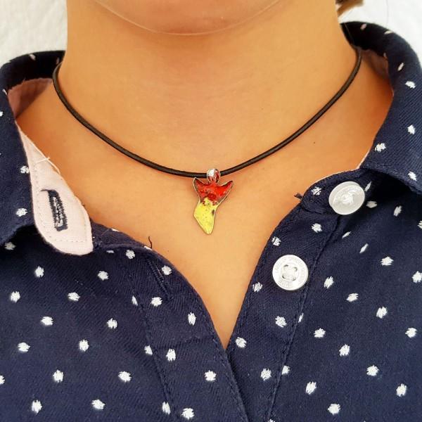 halskette für kinder mit engel rot gelb 600x600 - Halskette mit Schutzengel in Rot-Gelb