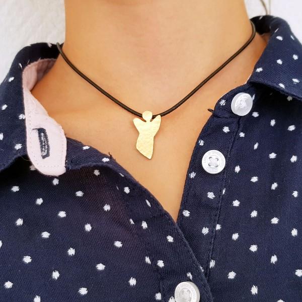 halskette für kinder mit goldenem schutzengel 600x600 - Halskette mit Schutzengel in Gold